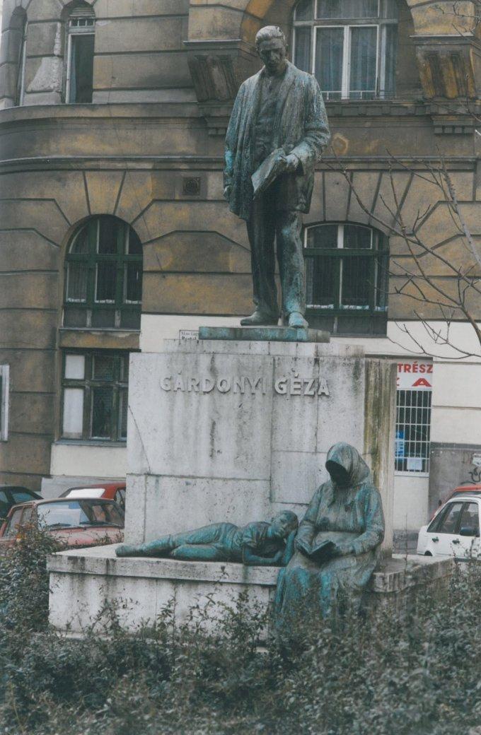 Gárdonyi Géza szoborcsoport