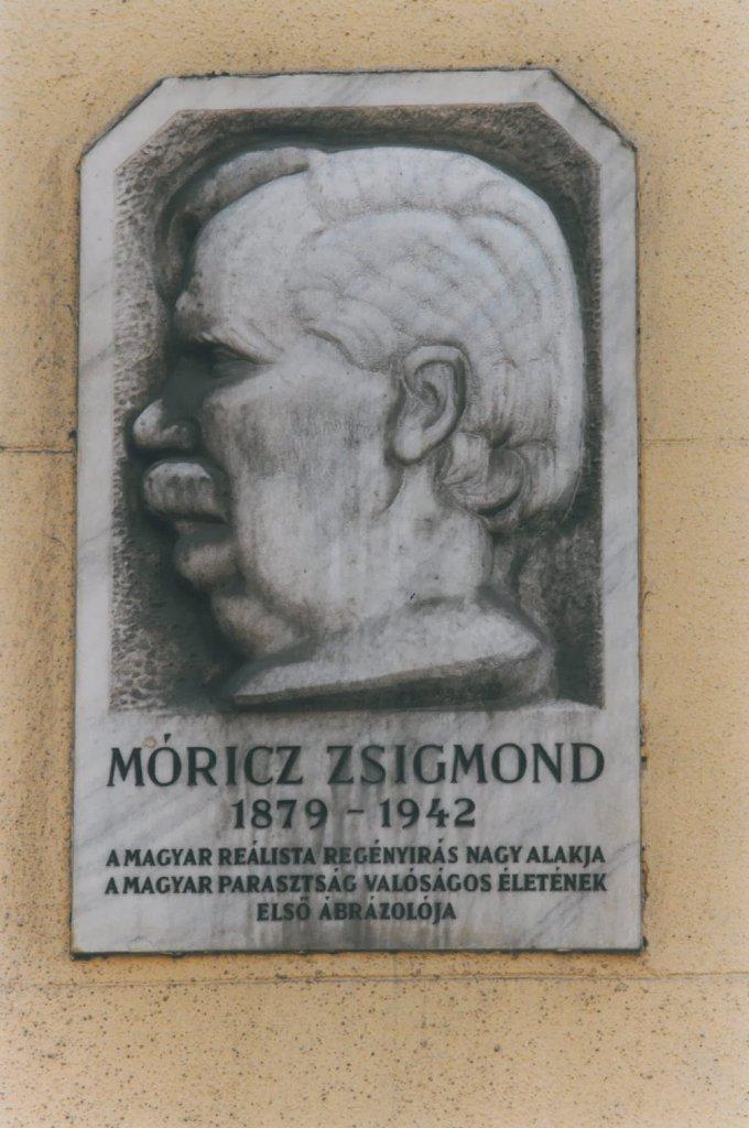 Móricz Zsigmond emléktábla