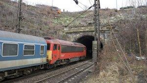 Napokig tarthat a Déli pályaudvarnál lévő támfal helyreállítása (foto:MTI)