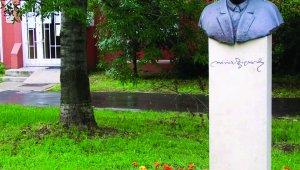 Móricz Zsigmond szobor